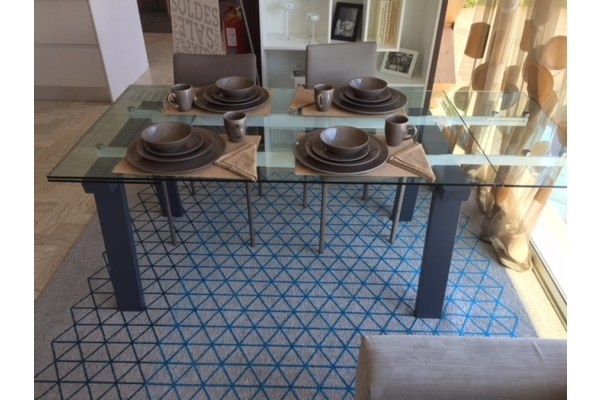 Extendible Calligaris Levante table with glass top