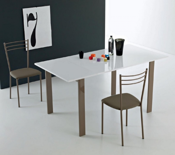 Simple table extendable Point House